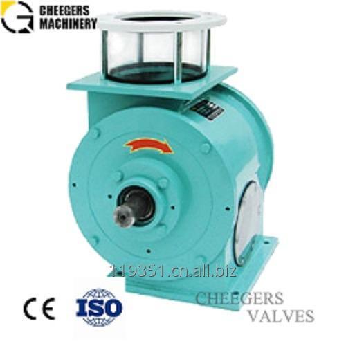 Cheegers' offset rotary airlock valve