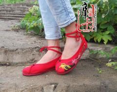 时尚新款平底绣花鞋