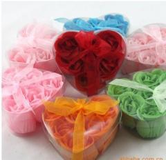 Petale de trandafiri de culori diferite