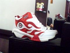 Les chaussures de sport (pour le basket-ball)