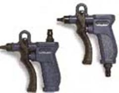 Pneumatic nailing gun