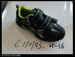 Les chaussures de sport  d'enfant