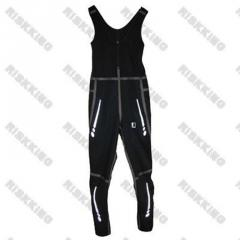Warm skiing suit