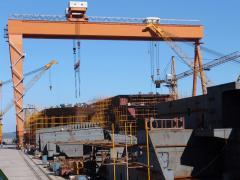 Cranes for shipbuilding yards