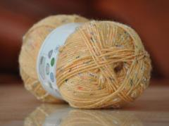 Blended wool knitting yarn