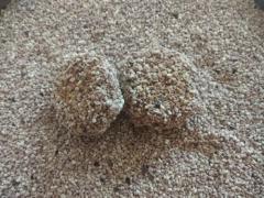 Irregular clumping bentonite cat litter