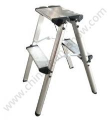 Сворачивание алюминиевого стула-стремянки