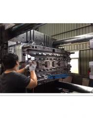 Plastic injection auto bumper mould in P20 and 718 steel