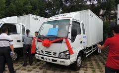 Isuzu 600P cargo box truck white color