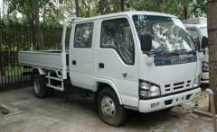 Isuzu 600P cargo truck crew cabin
