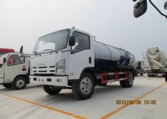 Isuzu 700P cesspool sludge vacuum suction truck