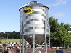 Зерносушилка и зернохранилище