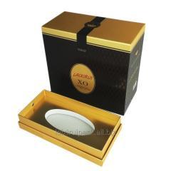 Коробка шоколада черного цвета квадратной формы с