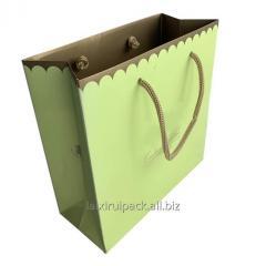 Коробка шоколада черного цвета квадратной...