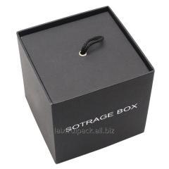 Квадратна форма черен цвят шоколадова кутия със