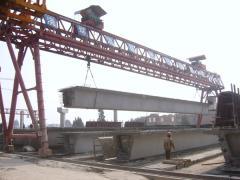 100吨提梁门机