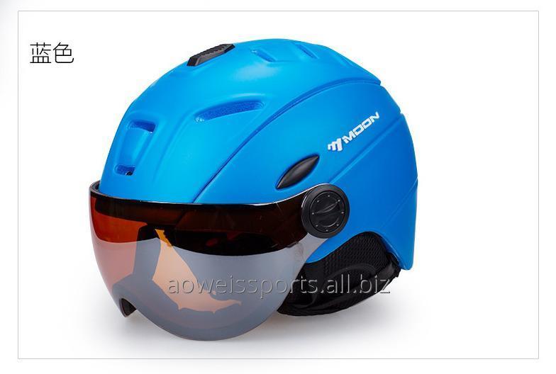 ski_helmet_goggles_integrated_male_and_female