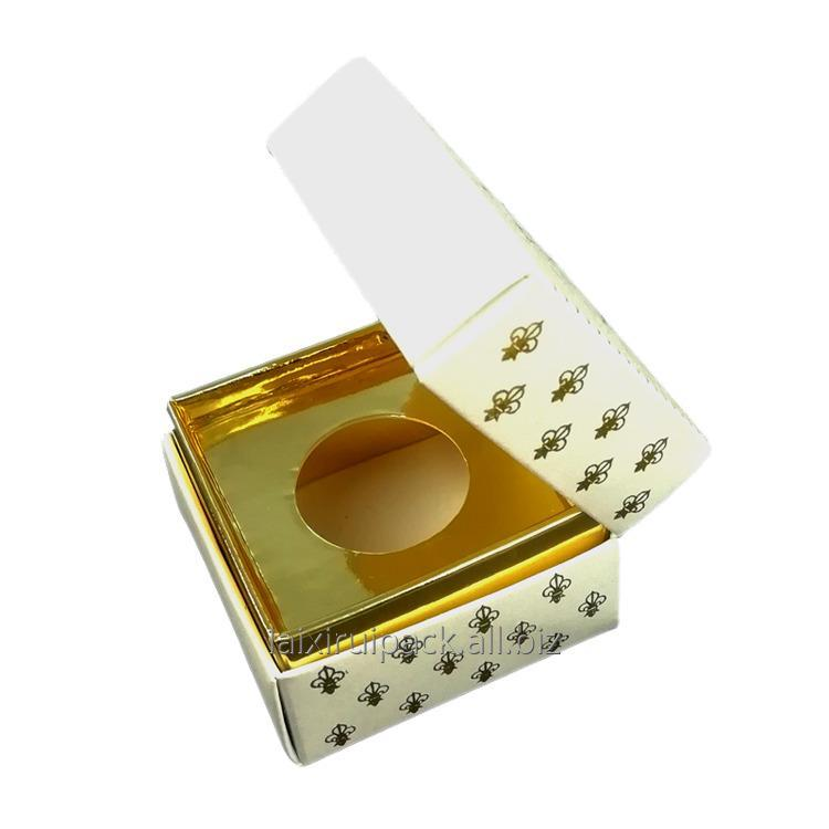 square_shape_white_color_jewelry_box_with_golden