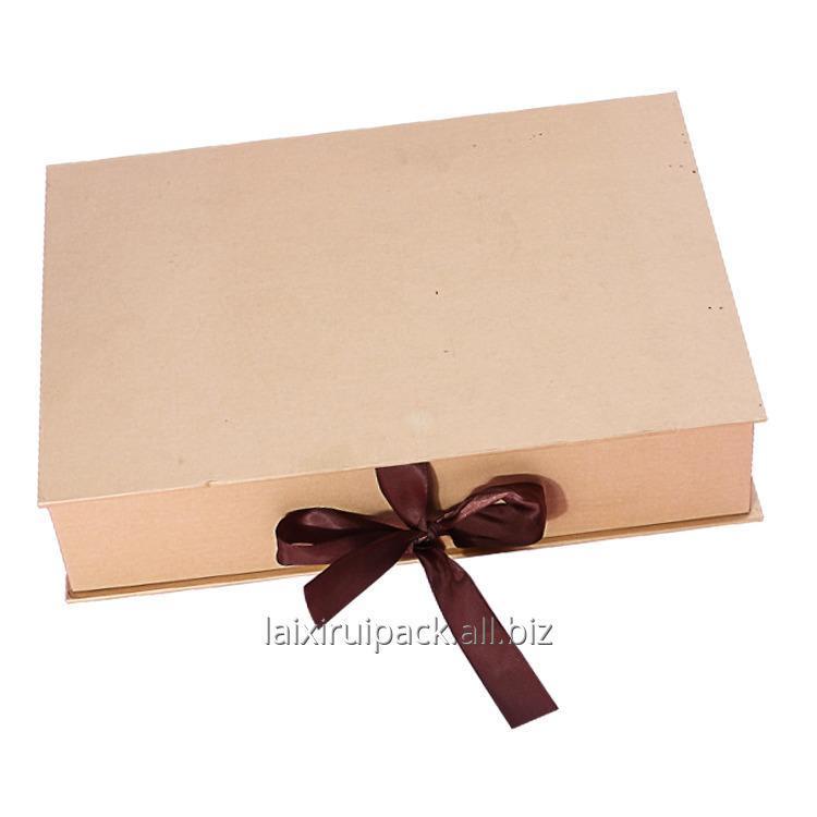 custom_garment_gift_box_with_window_and_ribbon