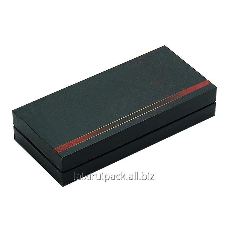 custom_luxury_cardboard_gift_box_with_gold_foil