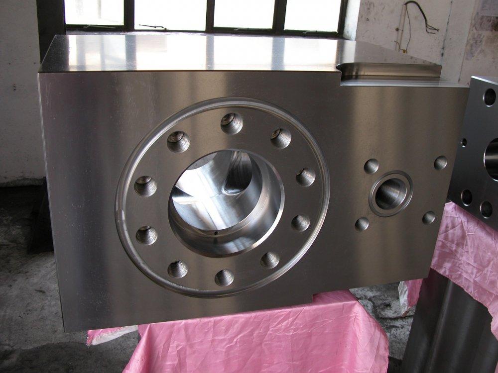 hydraulic_box_hydraulic_box_on_the_drilling_pump