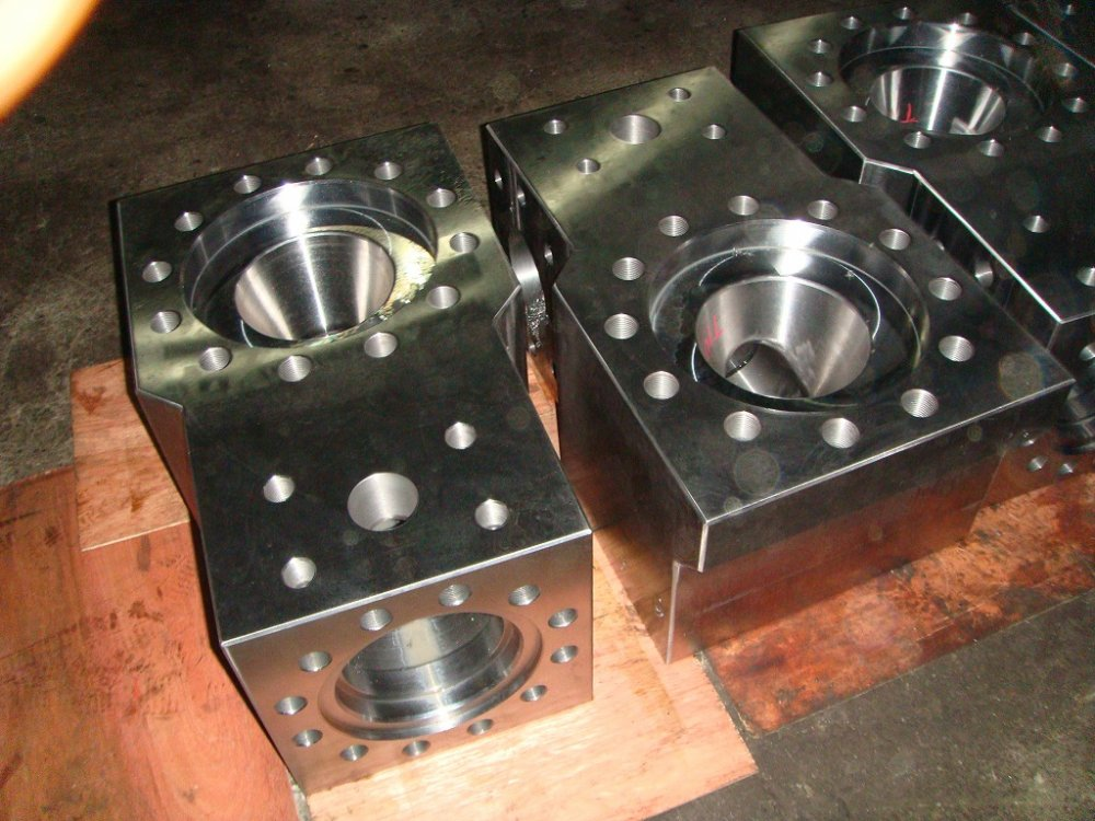 hydraulic_box_hydraulic_box_on_the_drilling_pump