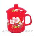中国红瓷彩绘杯