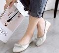 White flat comfortale shoe
