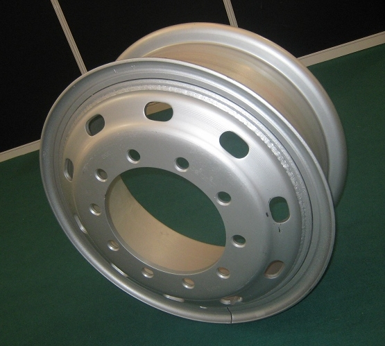 预定 Offer: Steel wheels, for heavy duty trucks and buses
