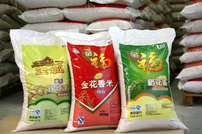 预定 各类粮油、农副产品及传统商品的批发零售和进出口贸易业务